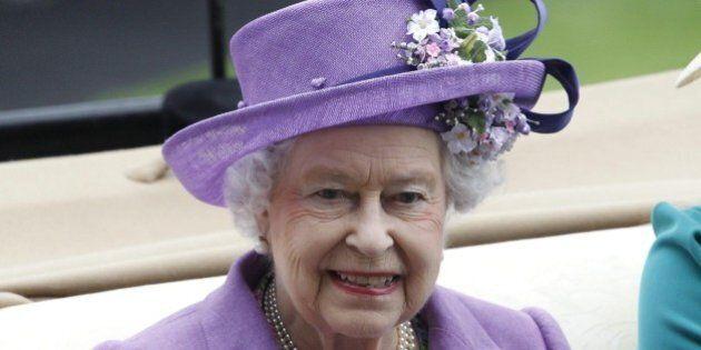 Regina Elisabetta II, proprietà immobiliari reali valgono 15 miliardi di euro fra case, alberghi e