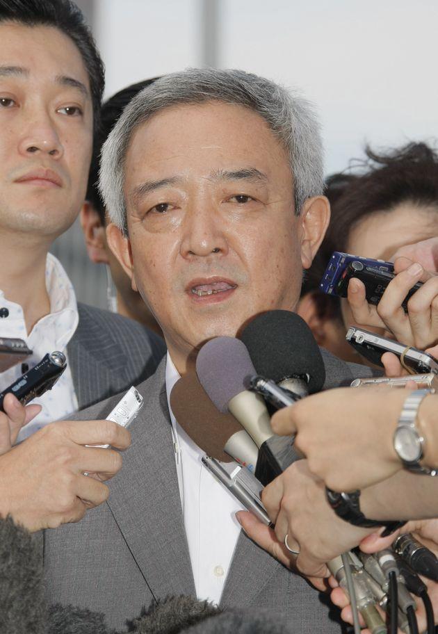記者会見で質問に答える松本龍氏(2011年07月04日、東京・赤坂)
