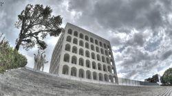 Vandali danneggiano la scalinata del Colosseo