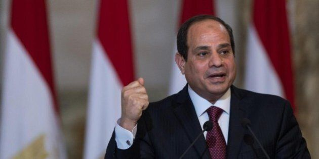 Egitto, pugno duro di Al Sisi per reprimere le proteste: arresti e lacrimogeni al