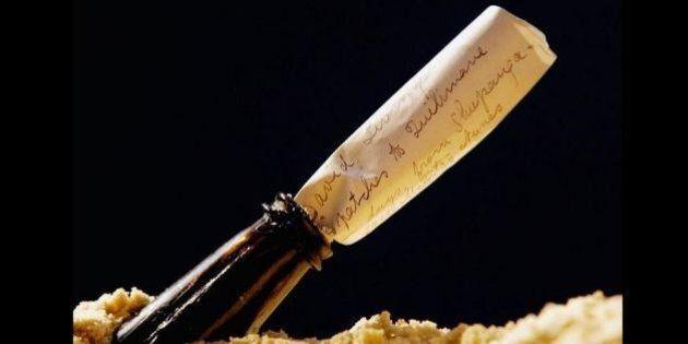 Il messaggio in una bottiglia più antico del mondo ritrovato in una spiaggia in Germania. Ha 108 anni