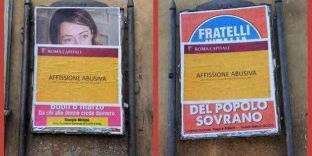 Il poster di Giorgia Meloni con su scritto