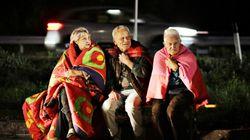 Amatrice, la prima lunga notte dei terremotati. Tendopoli davanti a un garage divenuto