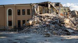 Ad Amatrice cade a pezzi la scuola costruita nel 2012 secondo norme