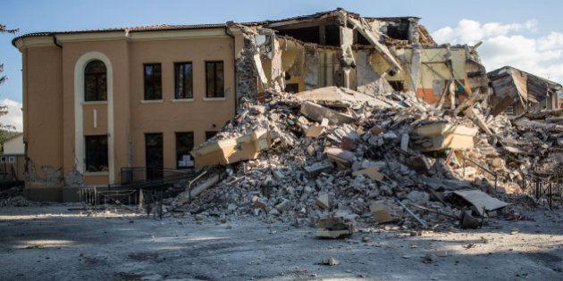 Terremoto, distrutta la scuola Romolo Capranica ad Amatrice. Era stata costruita nel 2012 secondo norme