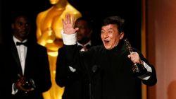 Jackie Chan riceve l'Oscar alla carriera dopo oltre 200 film girati e molte ossa