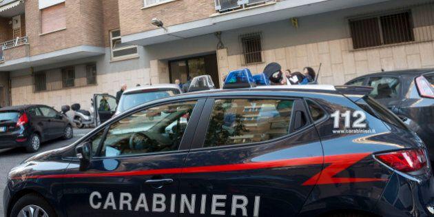 I carabinieri arrestano il molestatore. L'uomo ha avvicinato il bambino in un cortile condominiale di...