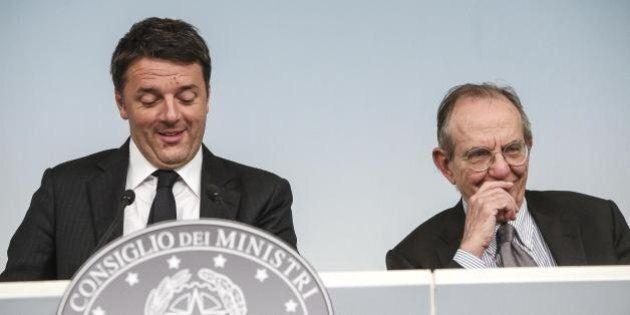 Matteo Renzi si gioca il Pil sul referendum. Critiche le