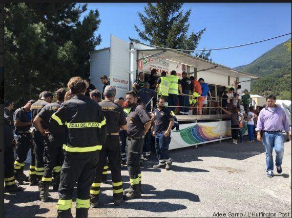 Nelle tendopoli di Accumoli il primo pranzo da sfollati: