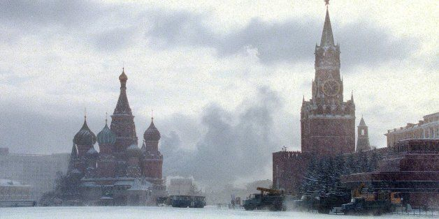 A heavy snow falls on Moscow's Red Square Tuesday, Feb. 2, 1999. The forecast for tonight is - 20 C ( - 4 F ). St. Basil's Ca
