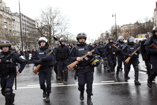 French police officers arrive to take up positions near Porte de Vincennes in Paris on January 9, 2015.