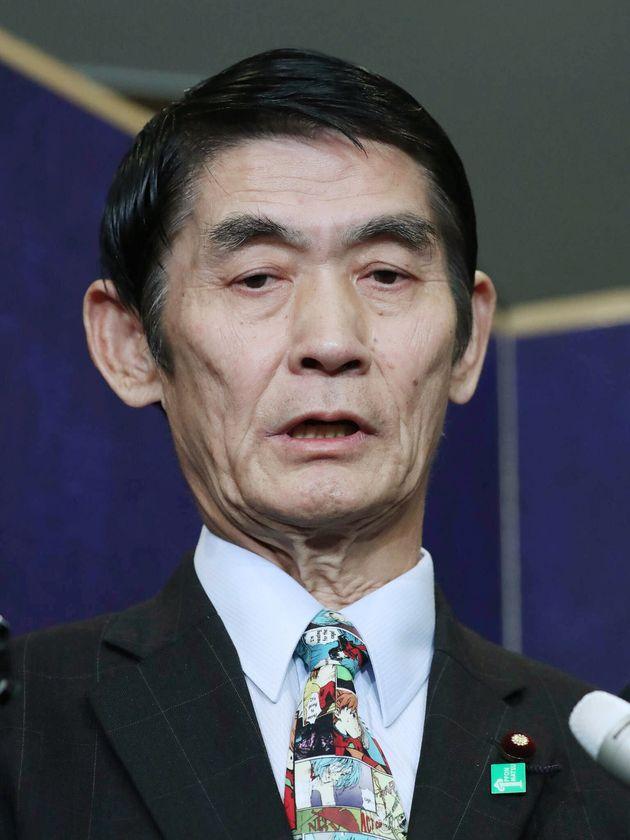 自民党二階派(志帥会)のパーティーで「東日本大震災が東北で良かった」との発言について、報道陣の質問に答える今村雅弘復興相=2017年04月25日、東京都千代田区