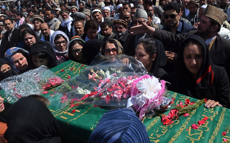 Independent Afghan civil society activist women carry the coffin of Farkhunda, 27, who was lynched by an angry mob in central