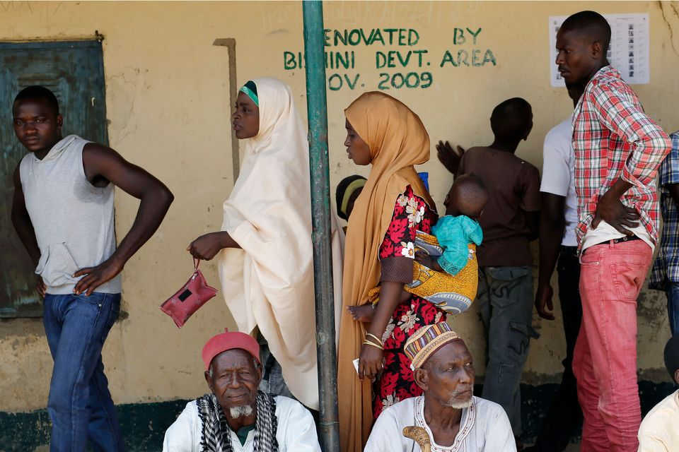 Nigerians wait to register before voting in Rejeina, Nigeria, March 28, 2015.