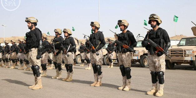 """In this photo provided by the Saudi Press Agency (SPA), Royal Saudi Land Forces and units of Special Forces of the Pakistani army take part in a joint military exercise called """"Al-Samsam 5"""" in Shamrakh field, north of Baha region, southwest Saudi Arabia, Monday, March 30, 2015. (AP Photo/SPA)"""