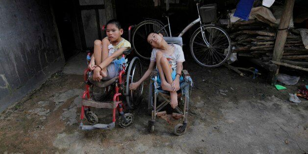 ** ADVANCE FOR SUNDAY, MAY 23 **  In this photo taken on Oct. 5, 2009, Nguyen Thi Tai, left, and Nguyen Thi Thuyet sit togeth