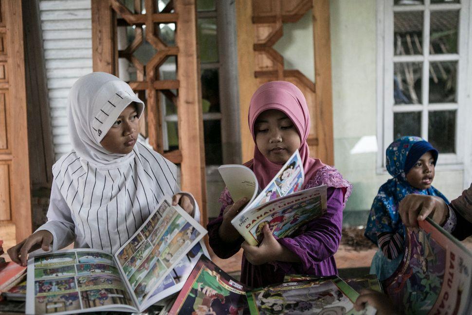 Children read at Miftahul Huda Islamic elementary school in Serang Village on May 5, 2015.