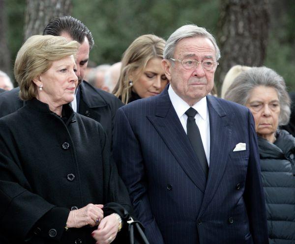Η Ελλάδα απέκτησε κοινοβουλευτική δημοκρατία το 1974, κάτι που σημαίνει ότι ο τέως βασιλιάς δεν είχε πλέον ρόλο στην πολιτική