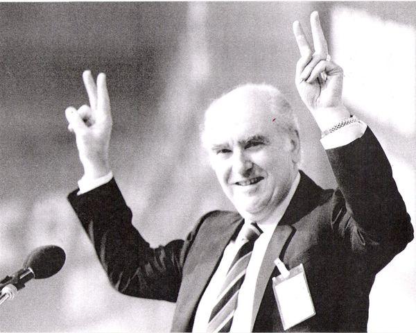 Ο μακροβιότερος πρωθυπουργός στην Ελλάδα από την αποκατάσταση της δημοκρατίας το 1974, ο Ανδρέας Παπανδρέου άφησε ένα ανεξίτη