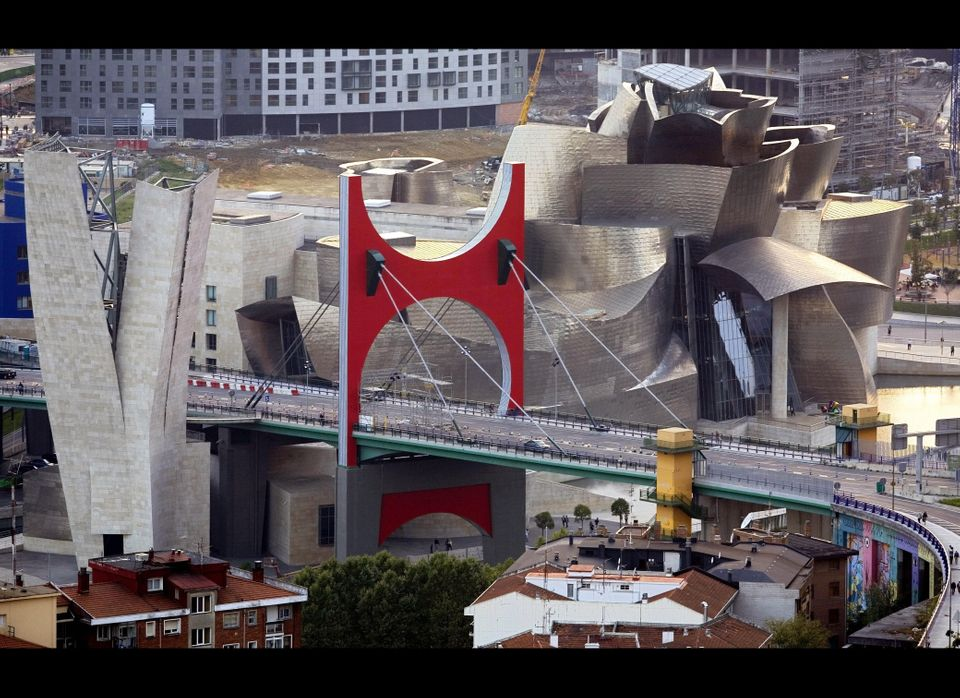 According to architect Frank Gehry, the Guggenheim Museum Bilbao's curves were designed to catch the light.