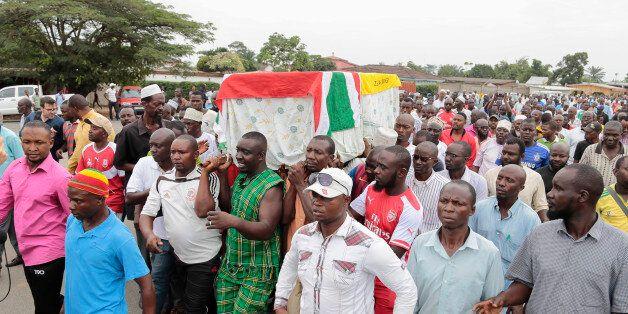 Men carry the coffin of UPD-Zigamibanga party Zedi Feruzi, during his funeral, in Bujumbura, Burundi, Sunday, May 24, 2015. O