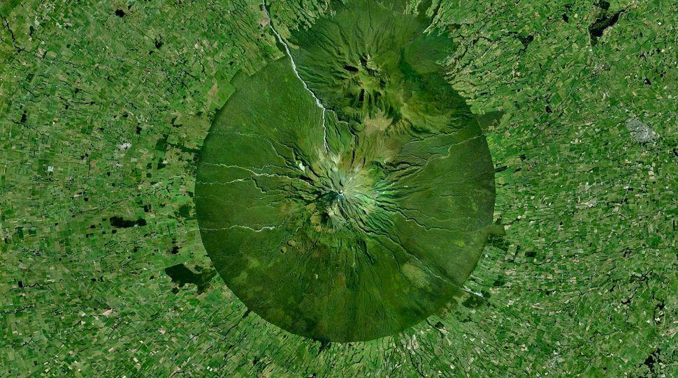 <strong>Mount Taranaki, New Zealand</strong>