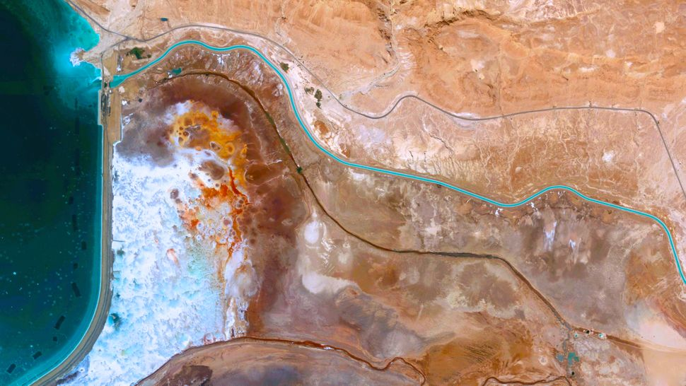 <strong>Recession of Dead Sea</strong>