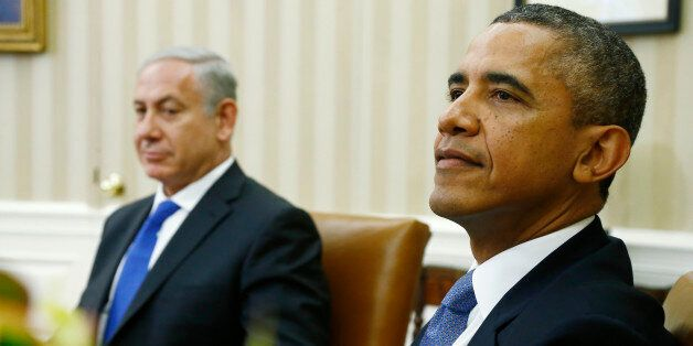 President Barack Obama and Israeli Prime Minister Benjamin Netanyahu wait for reporters and cameramen to get in place before