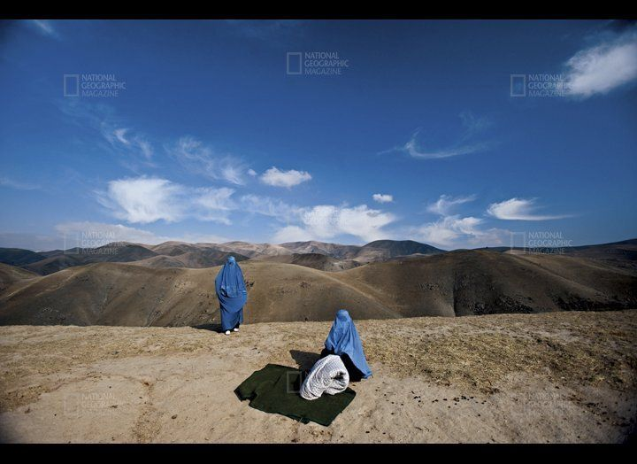 I saw two women on the side of the mountain, in burkas and without a man. In Afghanistan you seldom see an unaccompanied woma