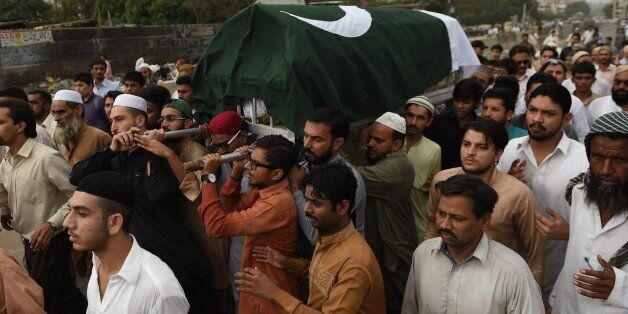 Pakistani mourners carry the coffin of Mehmood Hussain Niazi in Karachi on August 31, 2015, following an attack by gunmen on