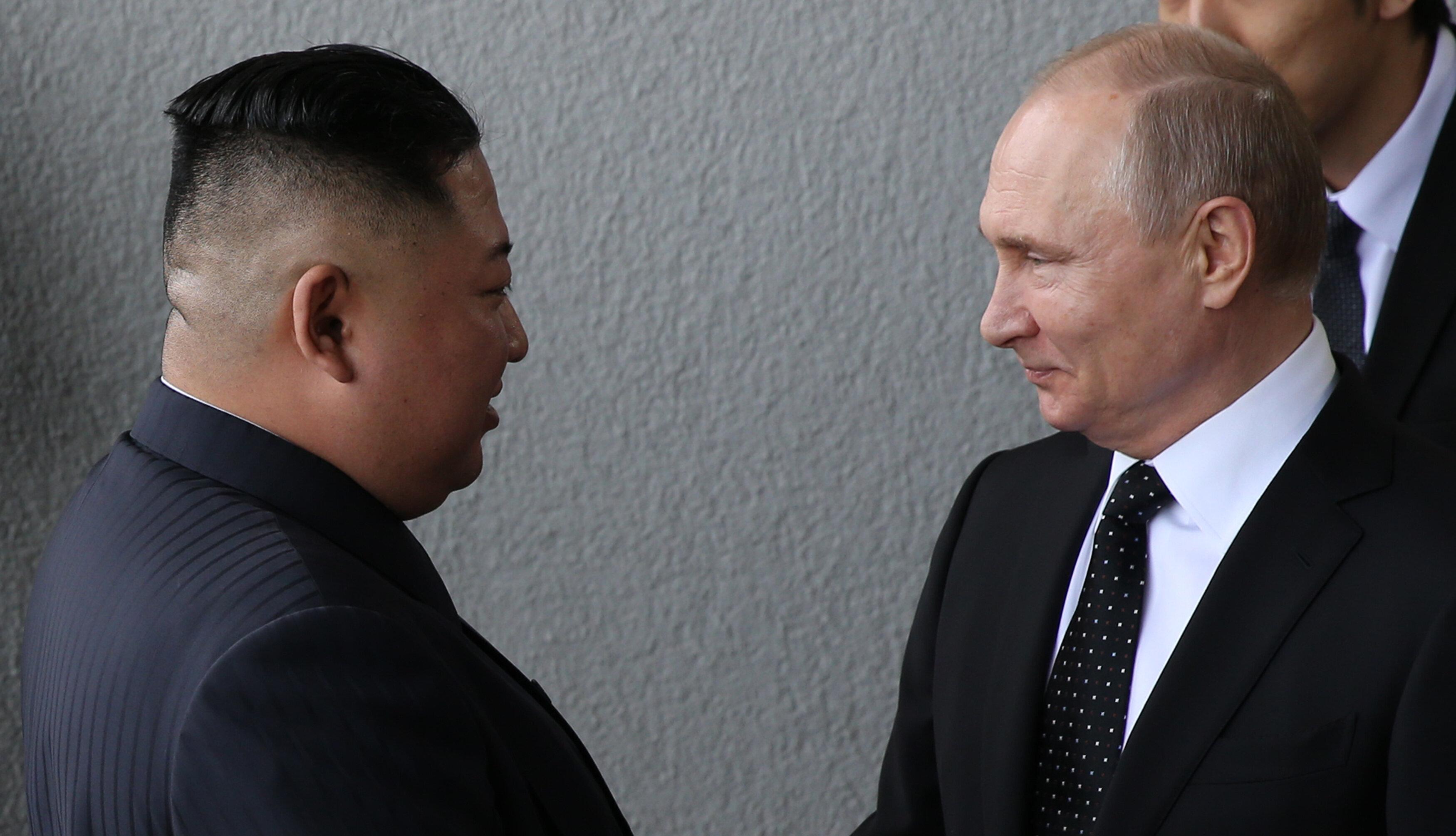 김정은이 러시아에 공식적으로 비핵화 협상의 '우군'이 될 것을 요청하고