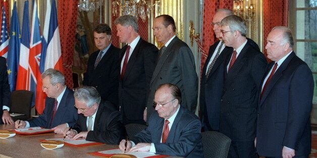 From left background : Spanish Prime Minister Felipe Gonzalez, US President Bill Clinton, French President Jacques Chirac, Ge
