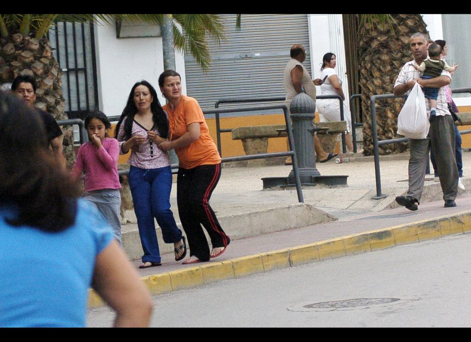 Women run on a street after an earthquake hit the southern Spanish village of Lorca, Wednesday May 11, 2011. (AP)