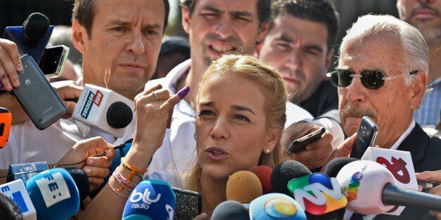 Venezuelan opposition leader and wife of jailed leader Leopoldo Lopez, Lilian Tintori (C) speaks to journalists accompanied b