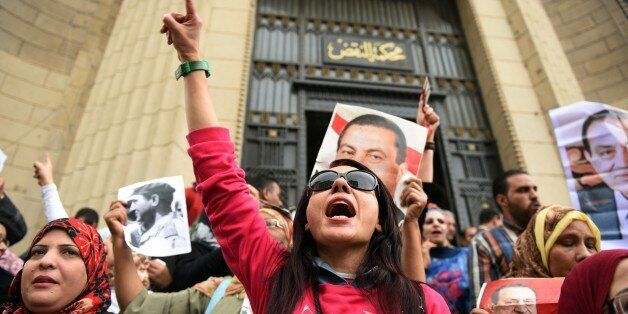Supporters of Egypt's former president Hosni Mubark (portraits) shout slogans praising the ousted leader outside the appeals