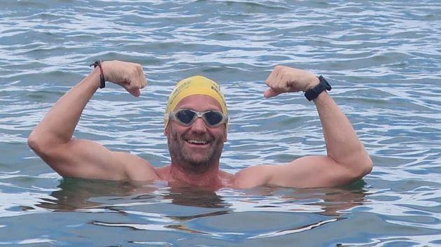 Αφρική: Κολυμπούσε σε λίμνη με φονικούς κροκόδειλους για 54 ημέρες - Και