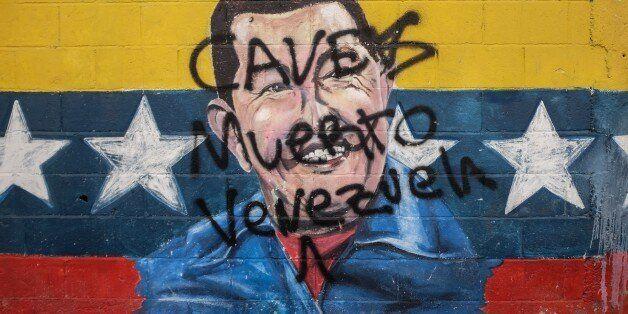Picture of a graffiti depicting late Venezuelan President (1999-2013) Hugo Chavez, taken in Caracas on November 2, 2015.    A