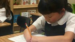 양손이 없는 소녀가 '손글씨 쓰기 대회'에서