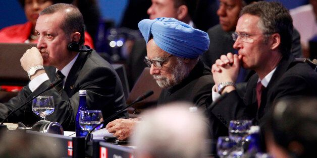 Turkey Prime Minister Recep Tayyip Erdogan (L), India Prime Minister Dr. Manmohan Singh and Norway Prime Minister Jens Stolte