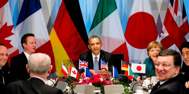U.S. President Barack Obama (C) participates in a G7 leaders meeting during the Nuclear Security Summit in The Hague March 24