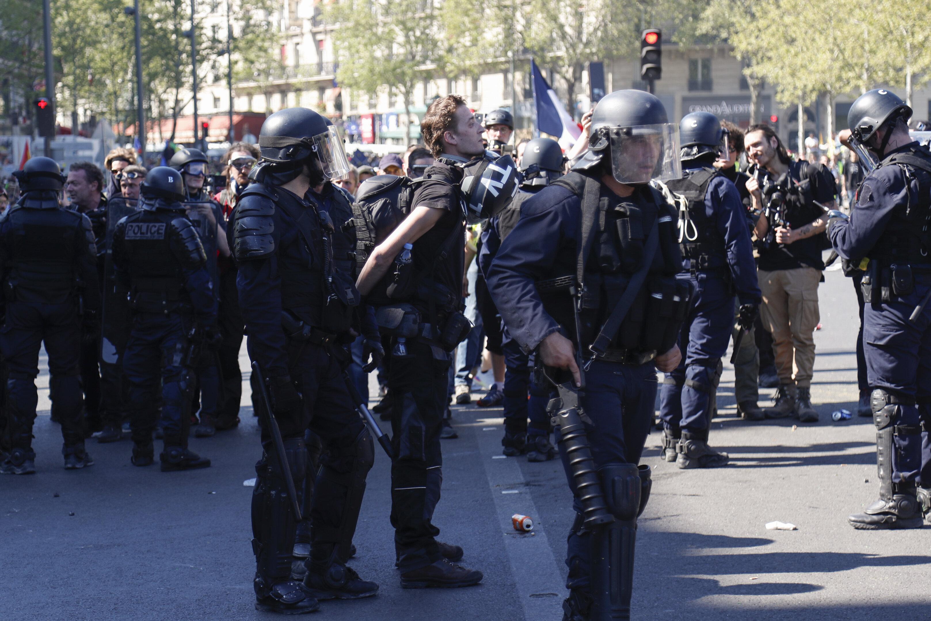 L'Élysée refuse l'accréditation, demandée hors délai, du journaliste arrêté