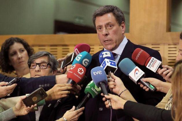 Juan Carlos Quer atiende a la prensa, en una imagen de