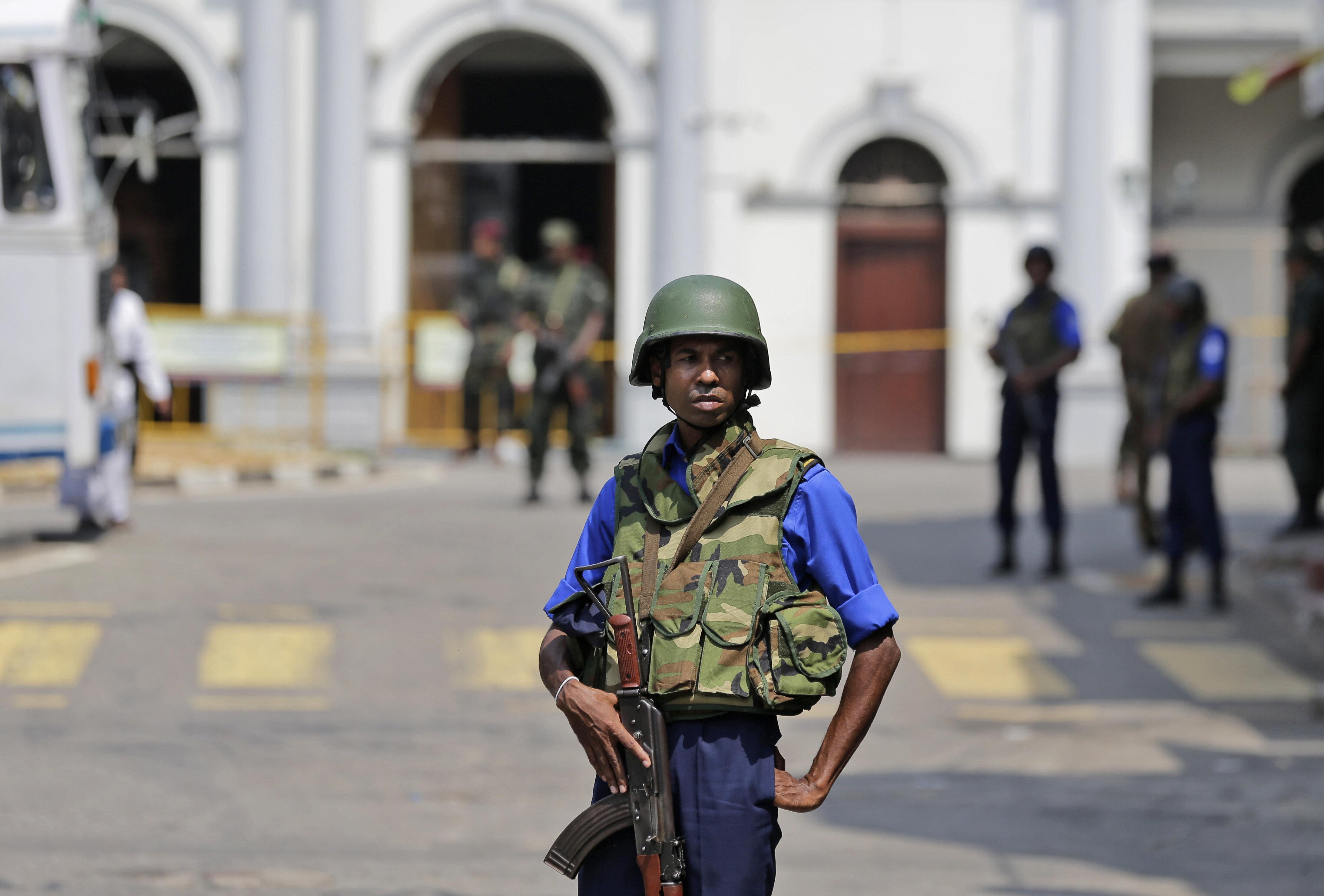 Σρι Λάνκα: Ενας από τους βομβιστές είχε συλληφθεί και αφέθηκε