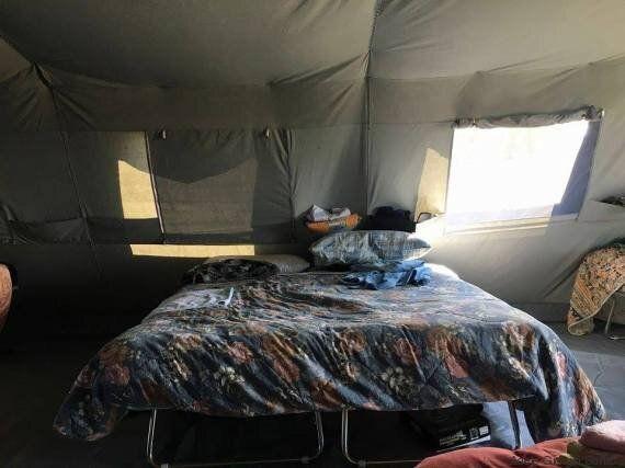 Nella tenda di Alessandro, sfollato di Amatrice.