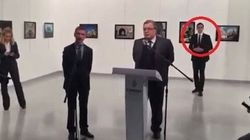 Gli istanti prima dell'uccisione dell'ambasciatore: un nuovo video mostra l'assassino