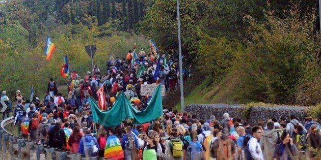 L'onda di pace che travolge Assisi e scuote la