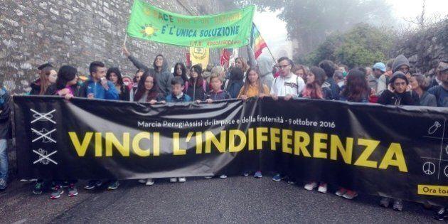 Migliaia alla marcia per la pace da Perugia ad Assisi. Papa Francesco invia benedizione: