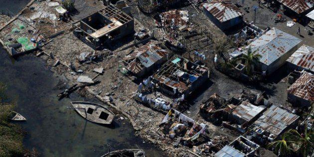 Allarme colera e altre epidemie a Haiti dopo il devastante passaggio dell'uragano Matthew. Negli Usa...
