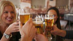Una birra al giorno può rallentare il declino del colesterolo buono (e il cuore