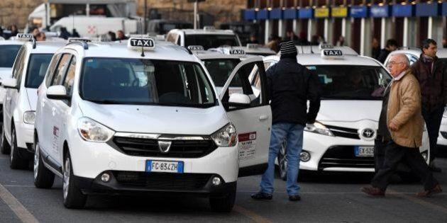 Taxi, arriva il decreto contro gli abusi. Ncc in rimessa senza prenotazione, uso collettivo per le auto
